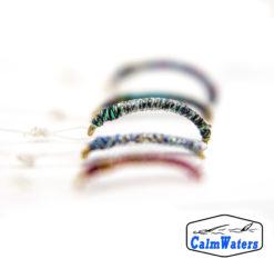 Amettiera da coregone lavarello in filato cangiante multicolore con brillantini glitter, realizzata su più basi per offrire una gamma cromatica più ampia. Ottima nelle prime fasi di pesca per capire come si stanno comportando i coregoni.
