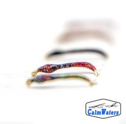Amettiera da coregone lavarello realizzata in filati iridescenti smaltati in riflettente UV per massimizzare la visibilità. Come tutte le amettiere multicolor, indicata per le prime fasi di pesca in cui si cerca di capire su quali colorazioni si orientino le mangiate.