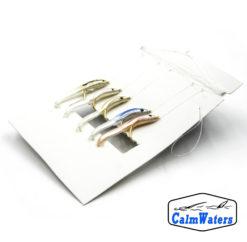 Amettiera pronta per la pesca al persico reale costituita da 5 imitazioni di avanotto. I pesciolini sono in silicone di 5 colori diversi e sono costruiti su ami dorati del 6. Lenza da pesca pronta.